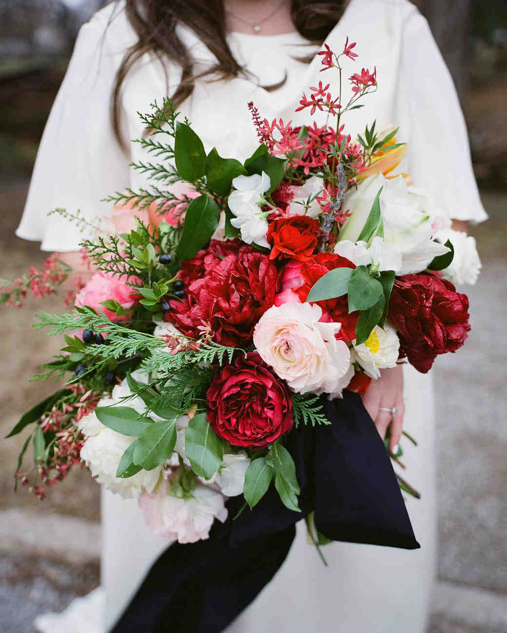 34 Romantic Red Wedding Bouquets | Martha Stewart Weddings