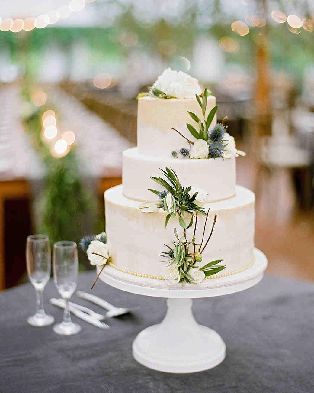 anne and staton wedding cake