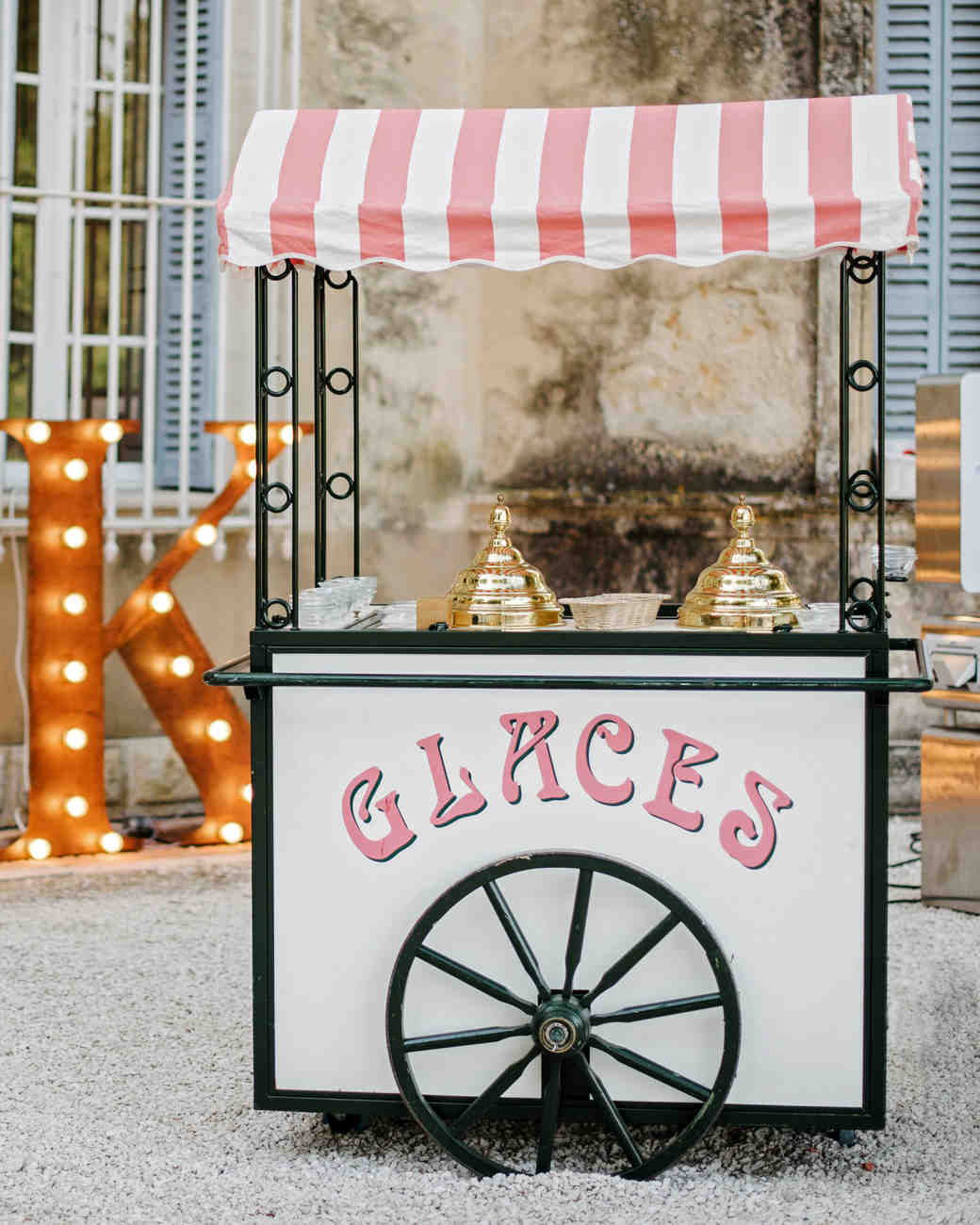 lara kjell circus party cart decor