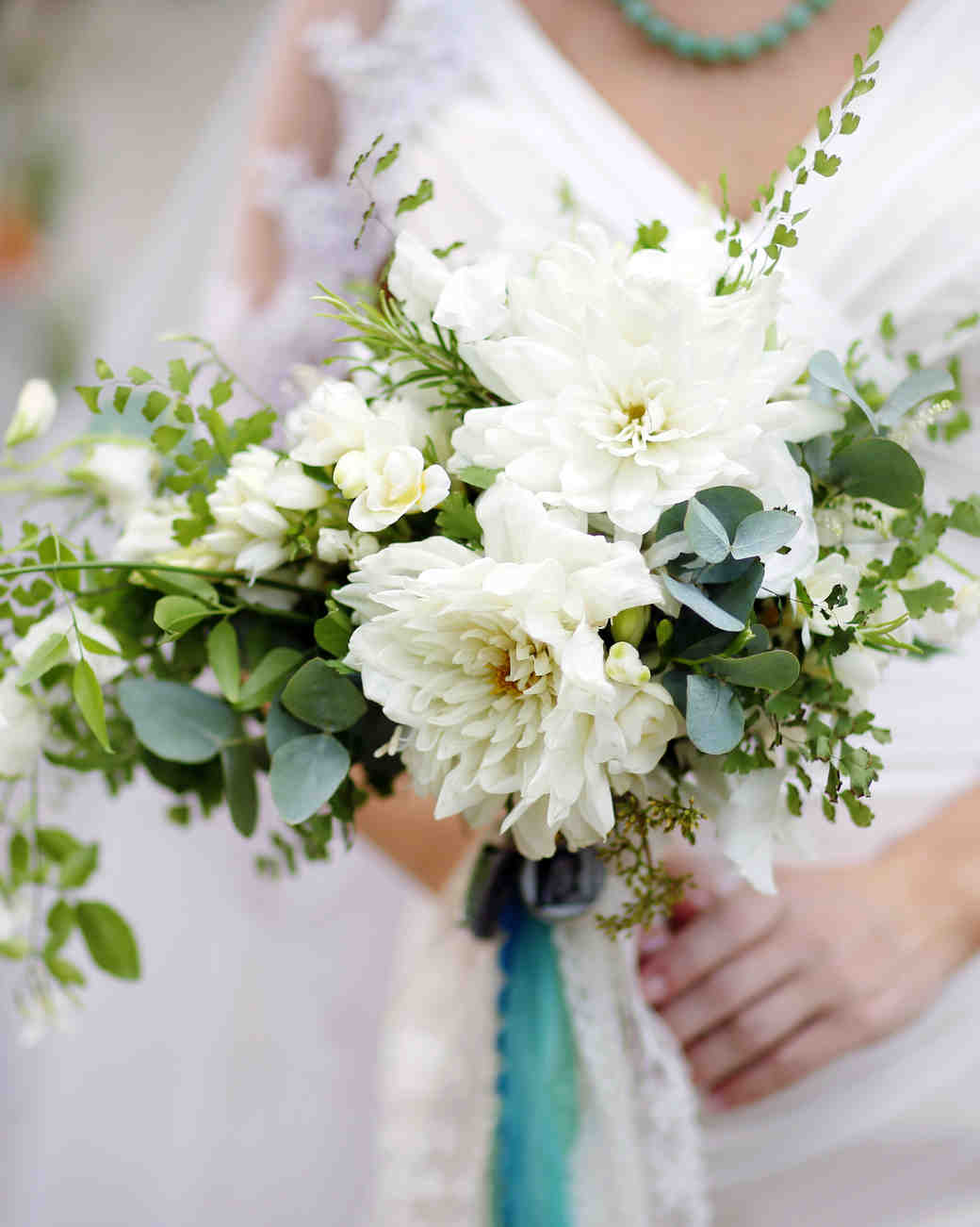 loose white bouquet