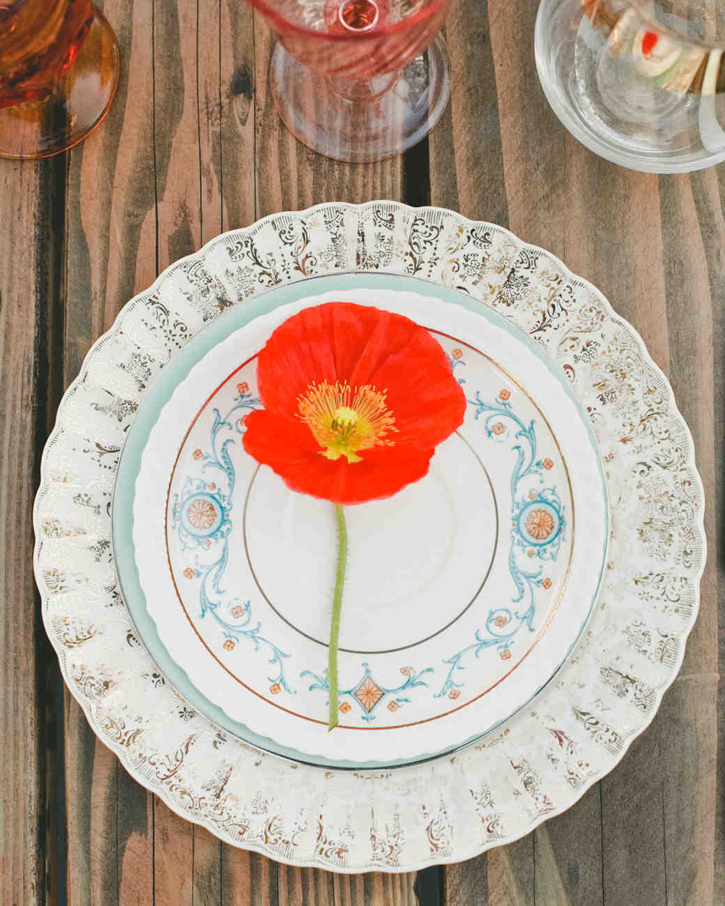 summer reception ideas poppy place setting