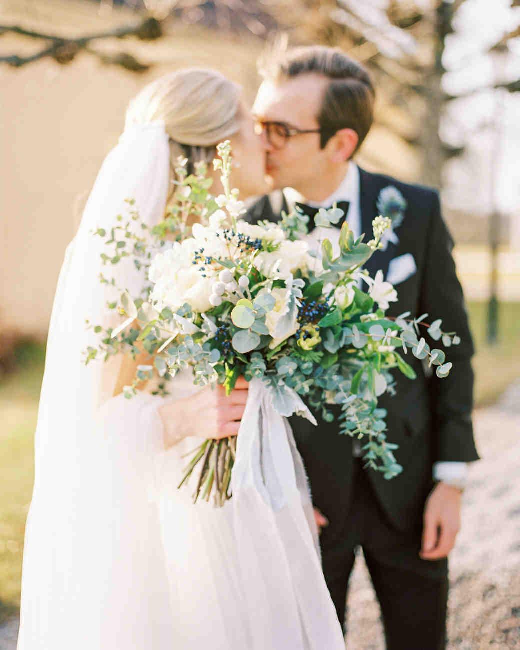 wedding bouquet couple kiss