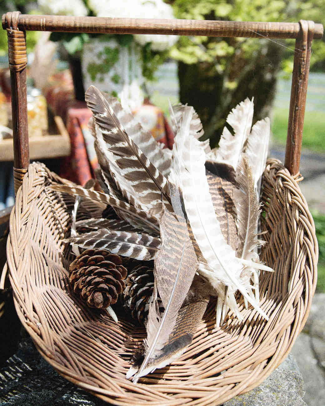 scavenger-hunt-bridal-shower-feathers-decor-0315.jpg