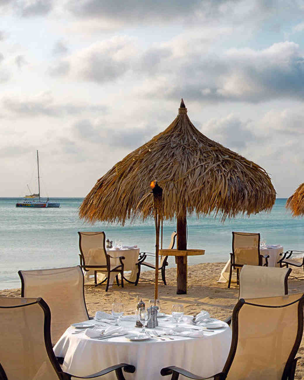 aruba hotel dining on beach