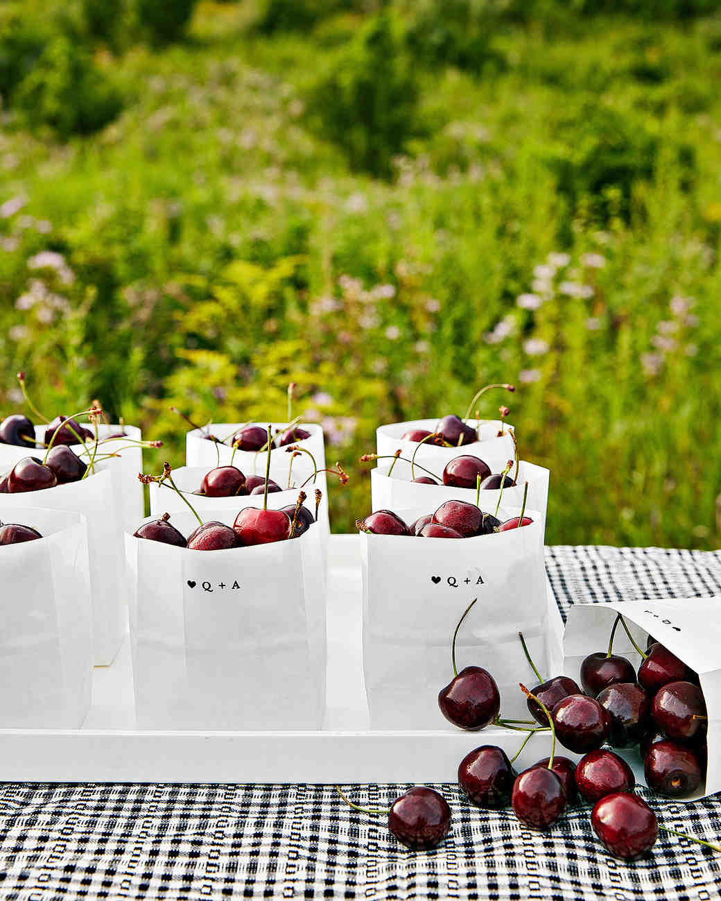 23 Seasonal Summer Wedding Favors