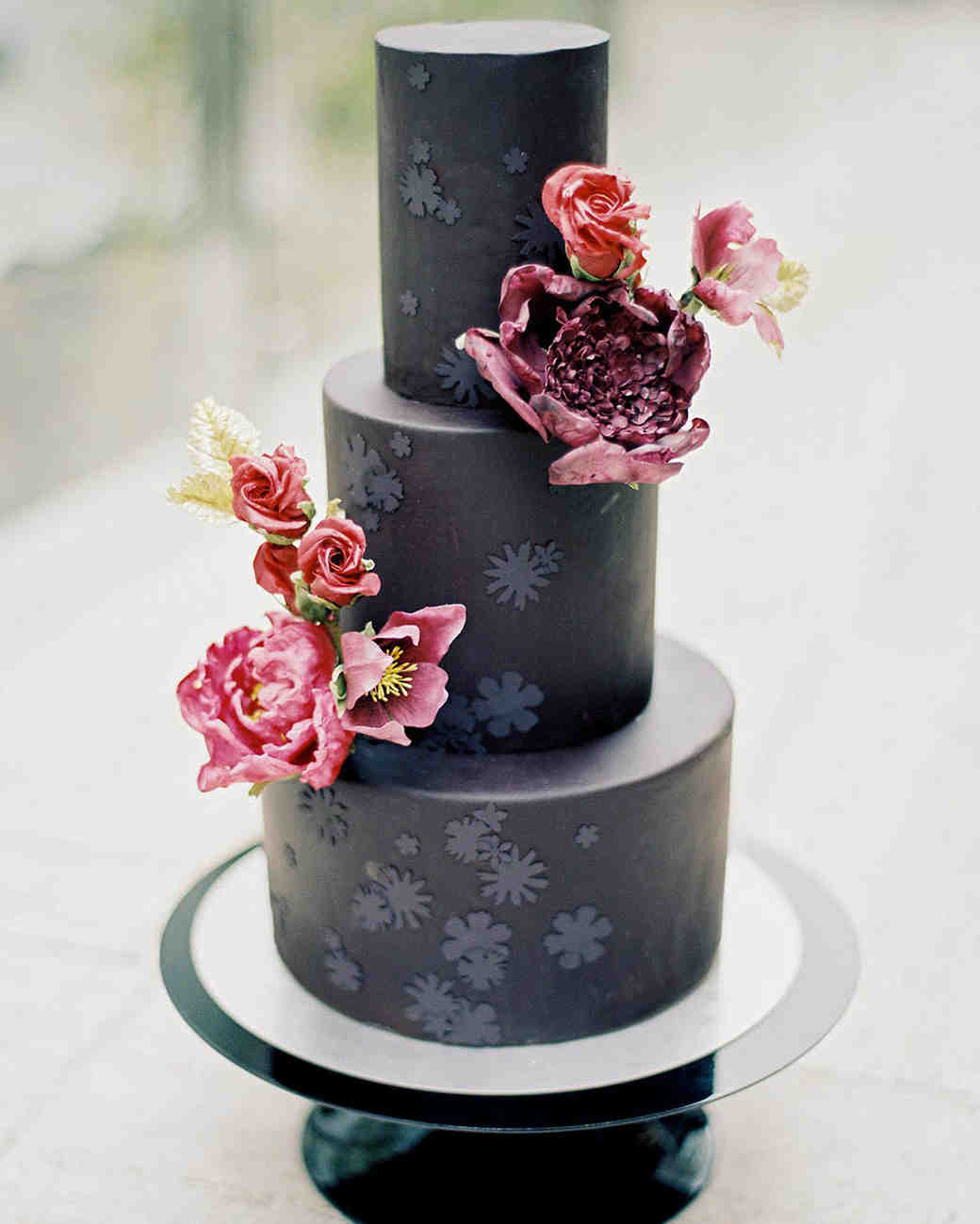 21 Beautiful Black Wedding Cakes for the Nontraditional Couple ...