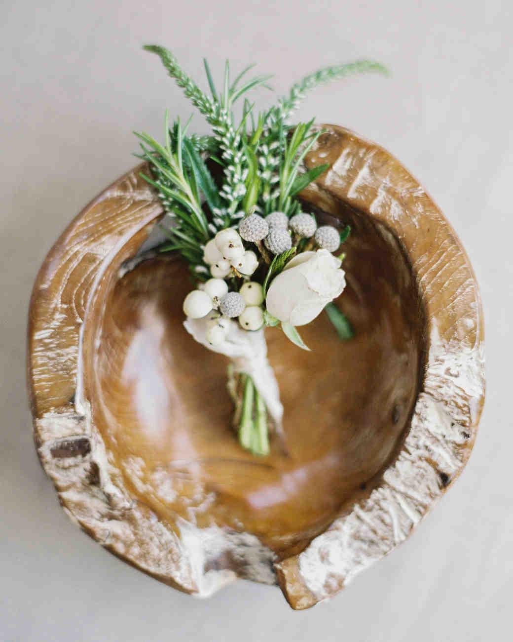 mackenzie-ian-wedding-boutonniere-010-s112461-0116.jpg
