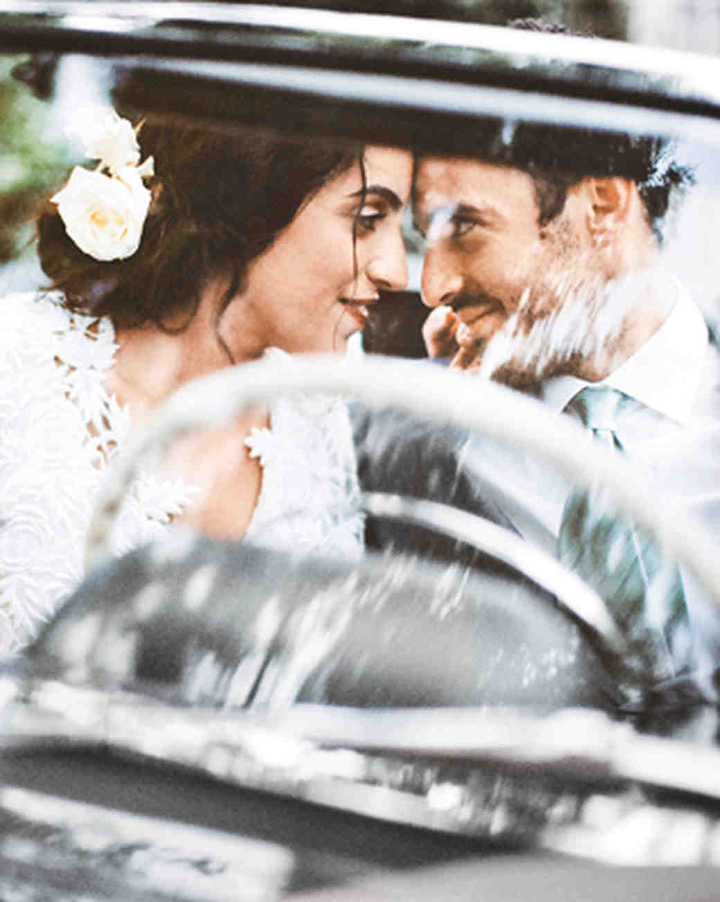 bride-groom-car-ride-just-married-wds10785453130015.jpg