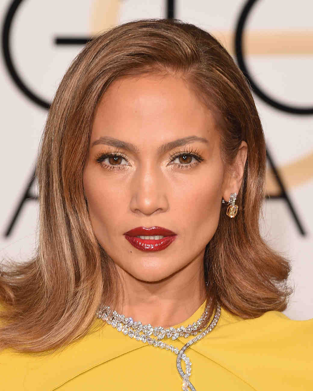 golden-globes-2016-makeup-looks-jennifer-lopez-0116.jpg