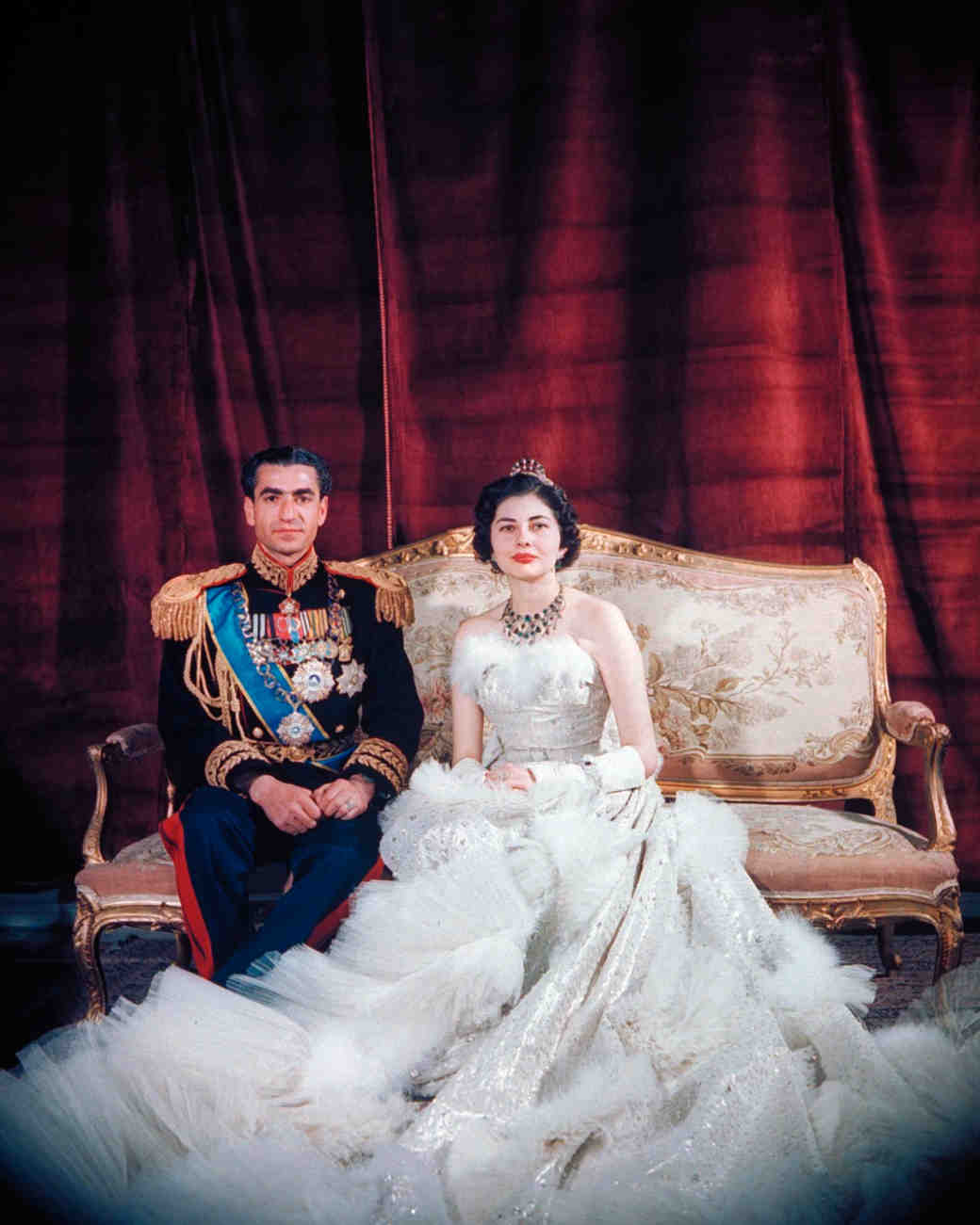 royal-wedding-dress-queen-soraya-iran-50595286-1115.jpg