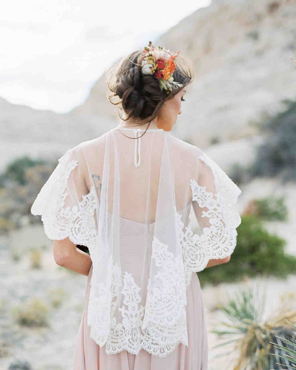 capelet with lace