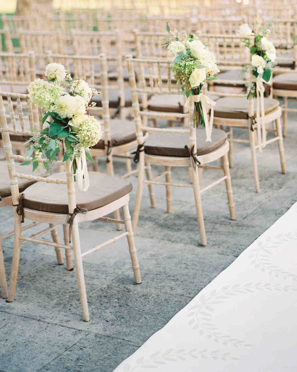 chairs-bouquet-flowers-004781-r1-01-4comp-mwds110148.jpg