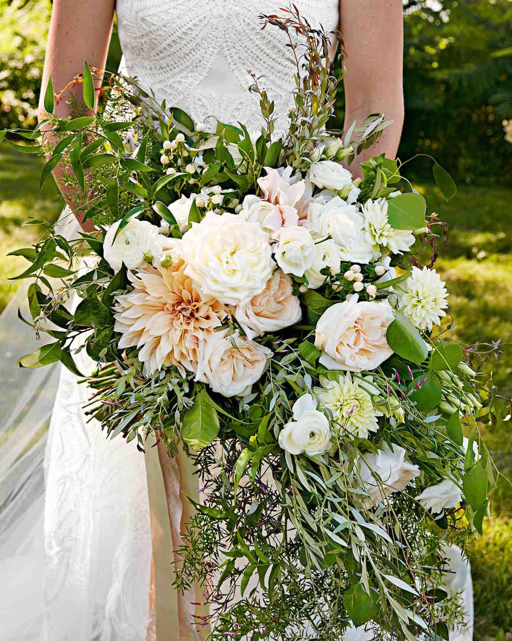 25 Wedding Bouquets With Berries Martha Stewart Weddings