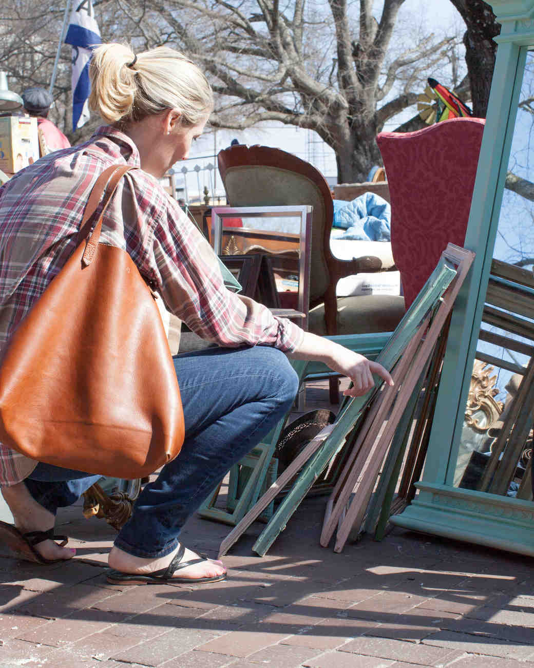 rustic-wedding-handbook-flea-market-tips-frames-0814.jpg