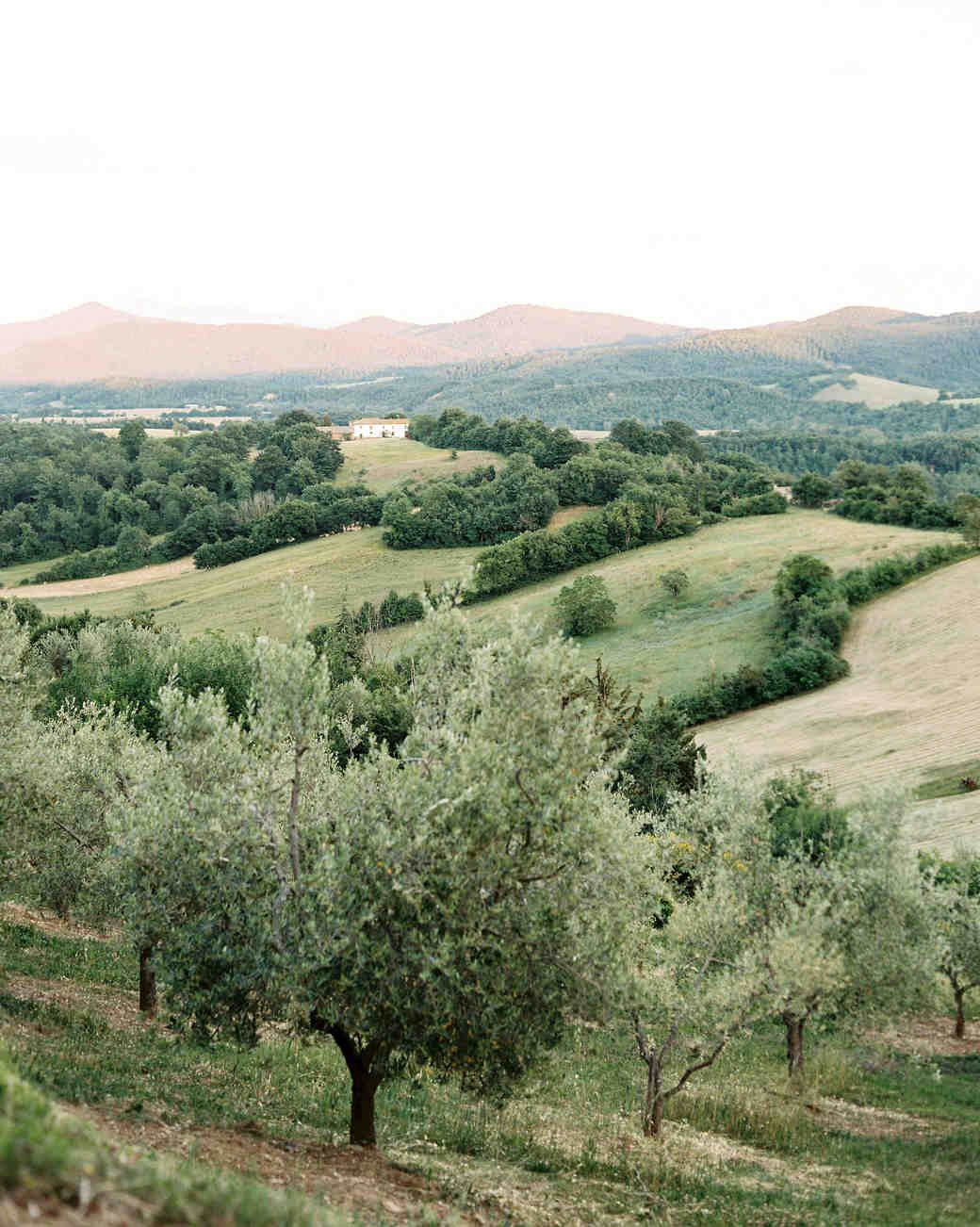 alexis zach wedding italy venue countryside