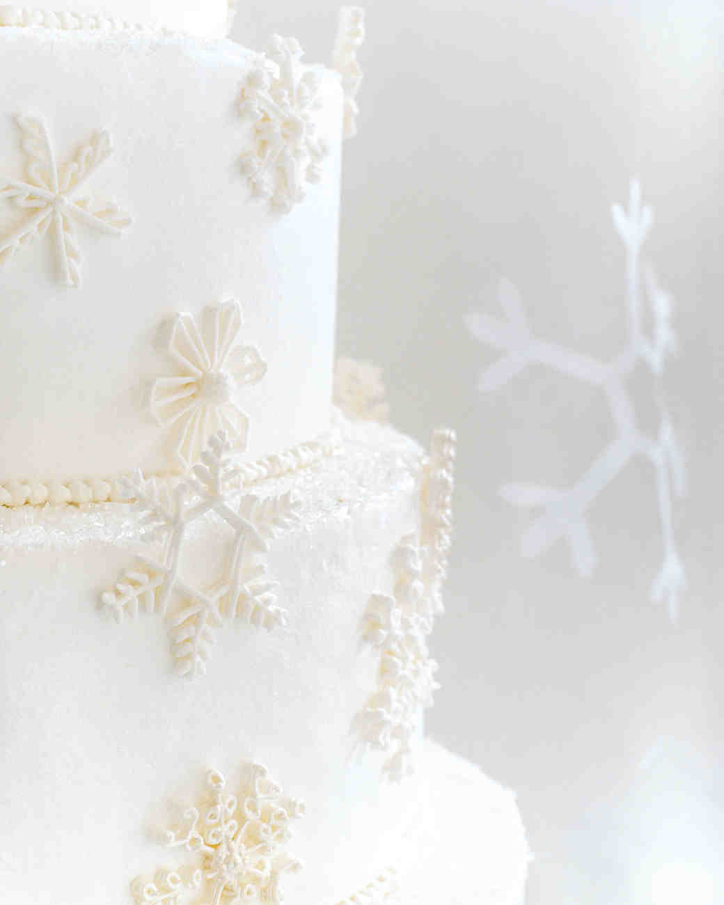 diy-winter-wedding-ideas-snowflake-cake-decoration-1114.jpg