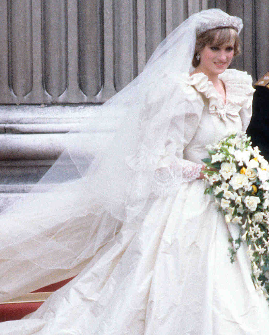 26 Celebrity Brides Who Wore Unforgettable Veils | Martha Stewart ...