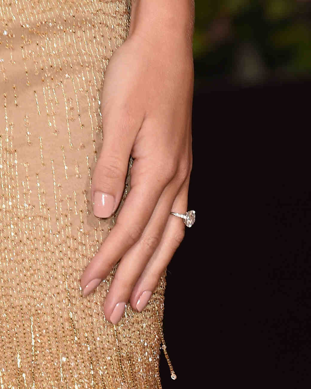 celebrity-engagement-ring-rosie-huntington-whiteley-0116.jpg