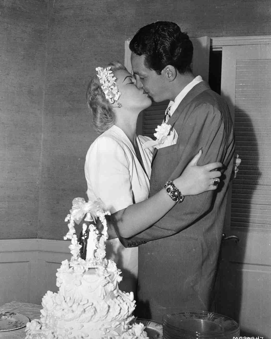 celebrity-vintage-wedding-cakes-lana-turner-3170473-1015.jpg
