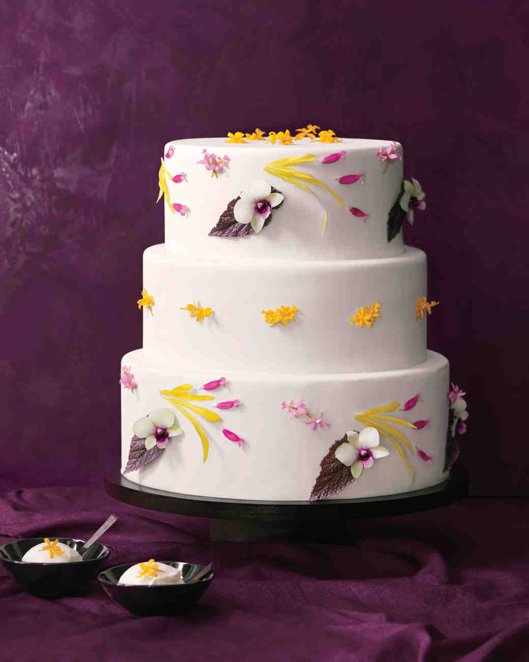 6 Fresh Ways To Decorate Wedding Cakes With Flowers Martha Stewart
