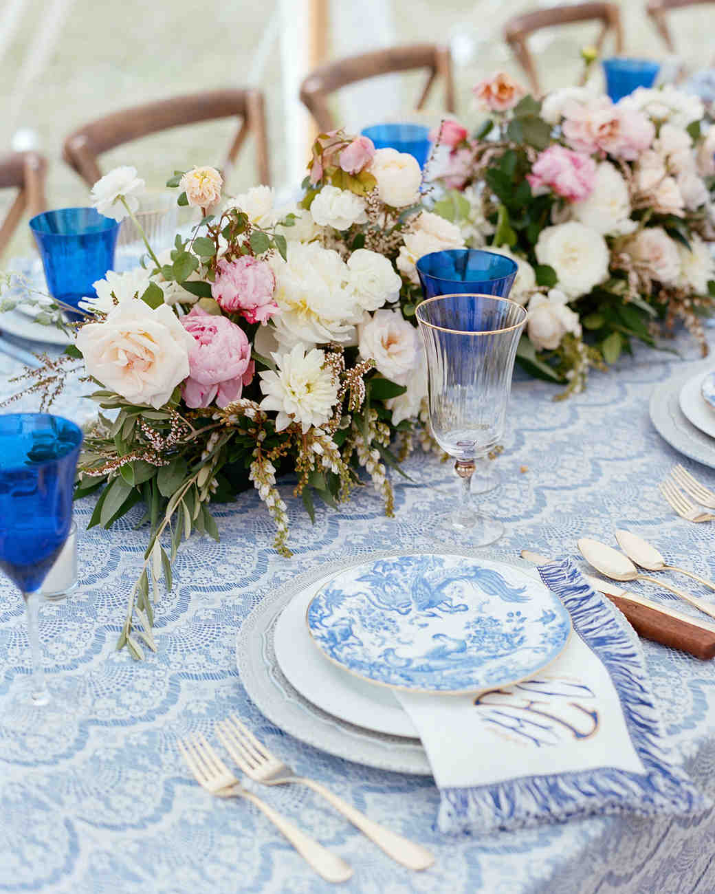 scalloped wedding decor blue tablecloth