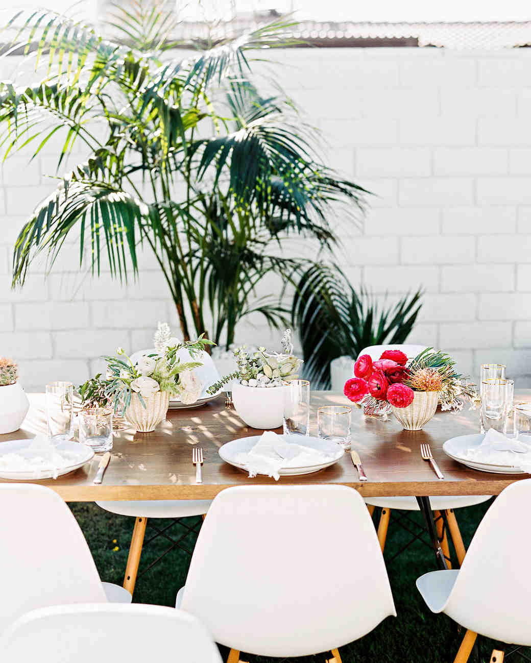 Modern Wedding Backdrop Ideas: 20 Modern Wedding Centerpieces That'll Surprise Your