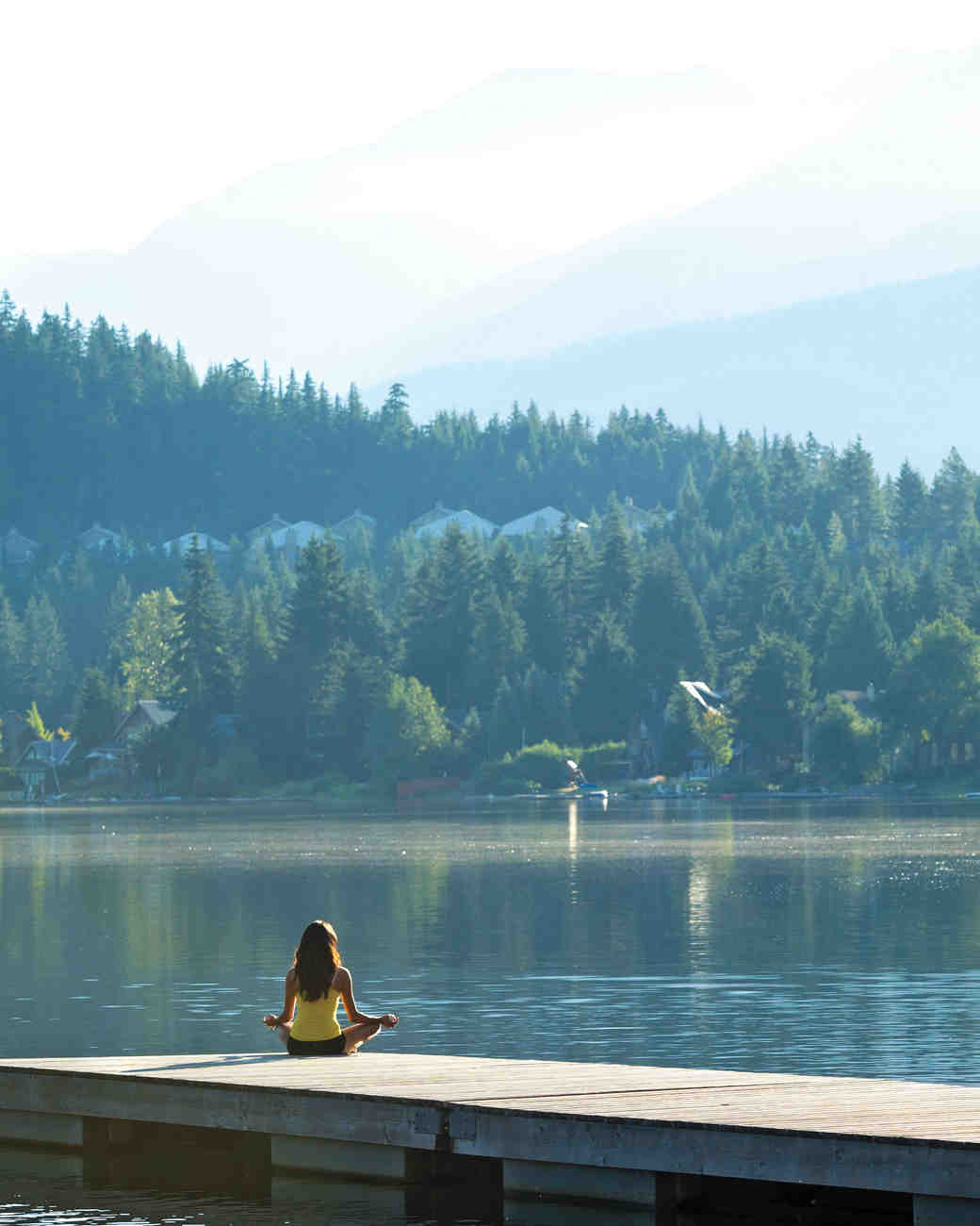 m-expert-advice-yoga-by-lake-gettyimages-484393332-s112893.jpg