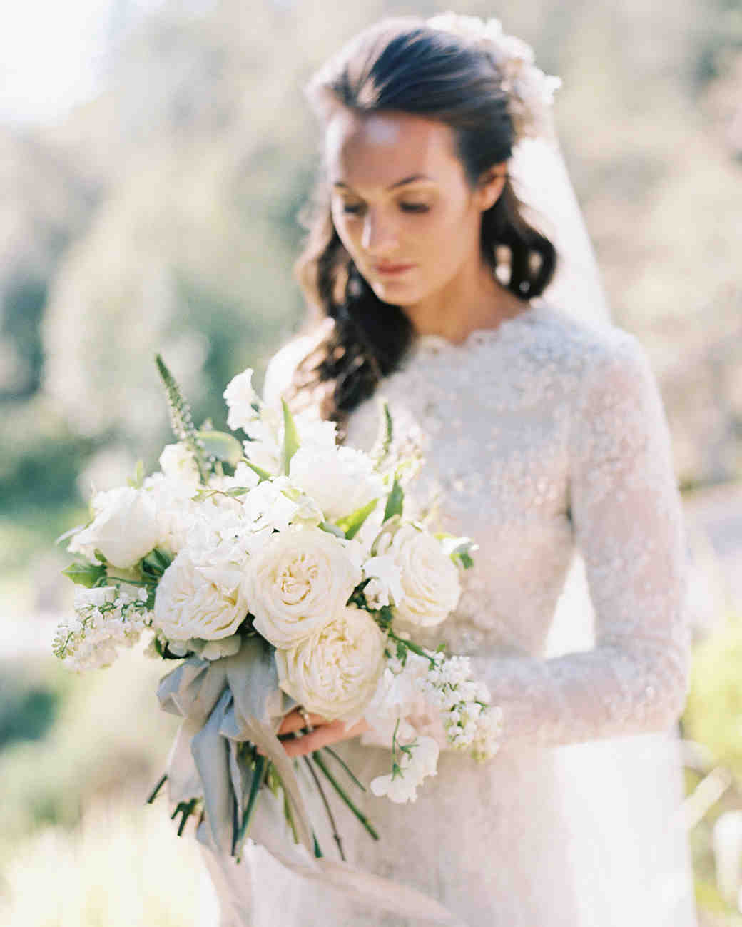 monochromatic bouquet white flowers