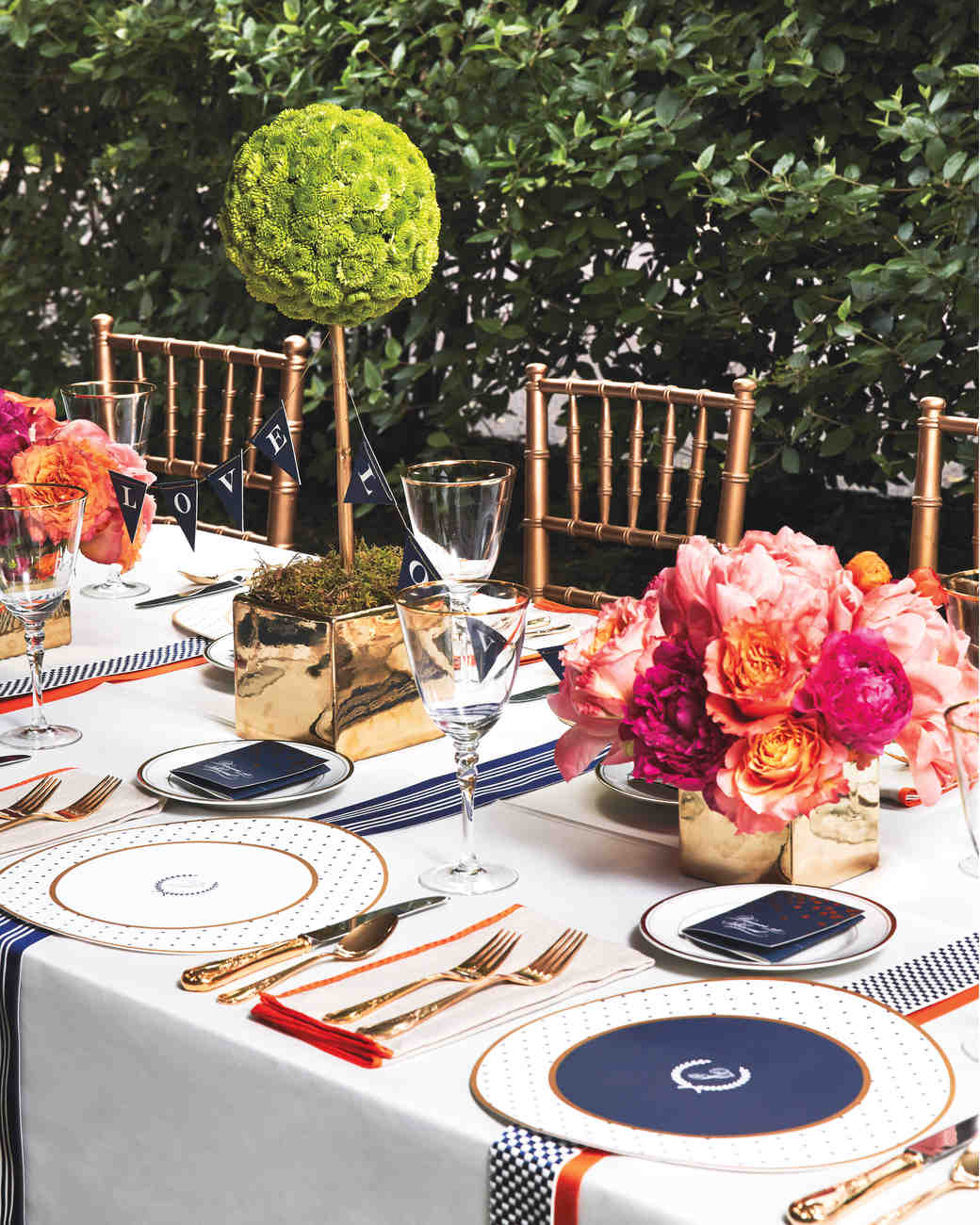 8 unique wedding colors your guests have never seen before dark blue and tangerine tablescape junglespirit Choice Image