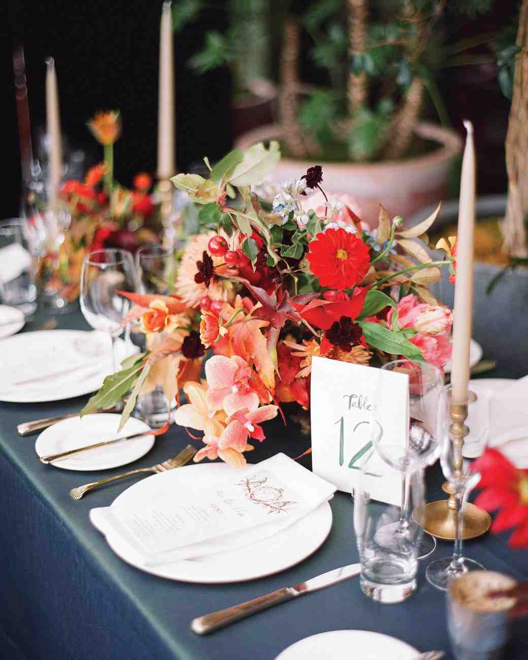 : red wedding table settings - pezcame.com