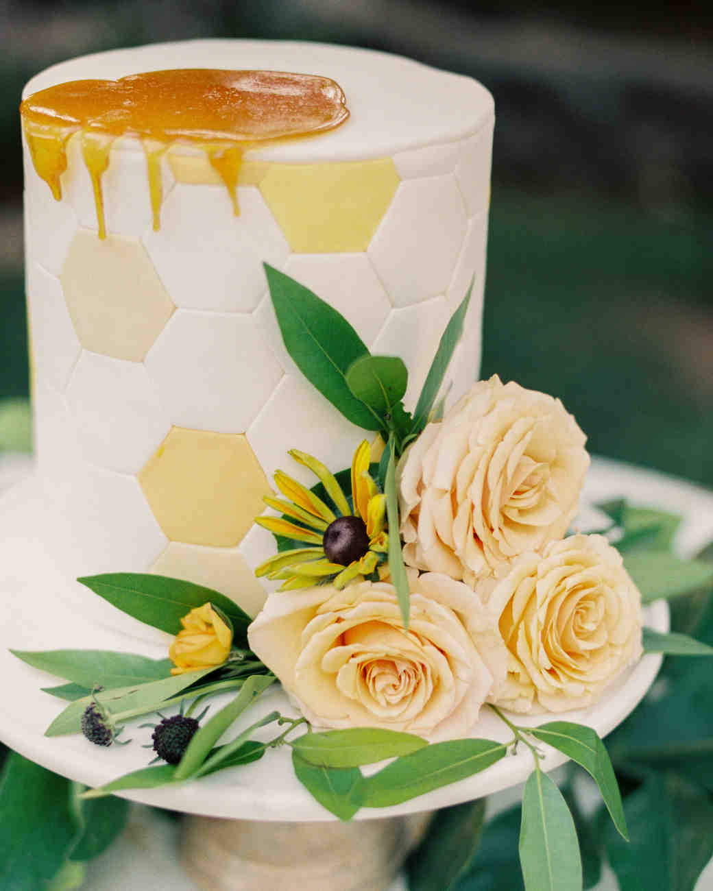 Honeycomb Wedding Inspiration, Wedding Cake with Honeycomb Motif and Fresh Honey Drizzle