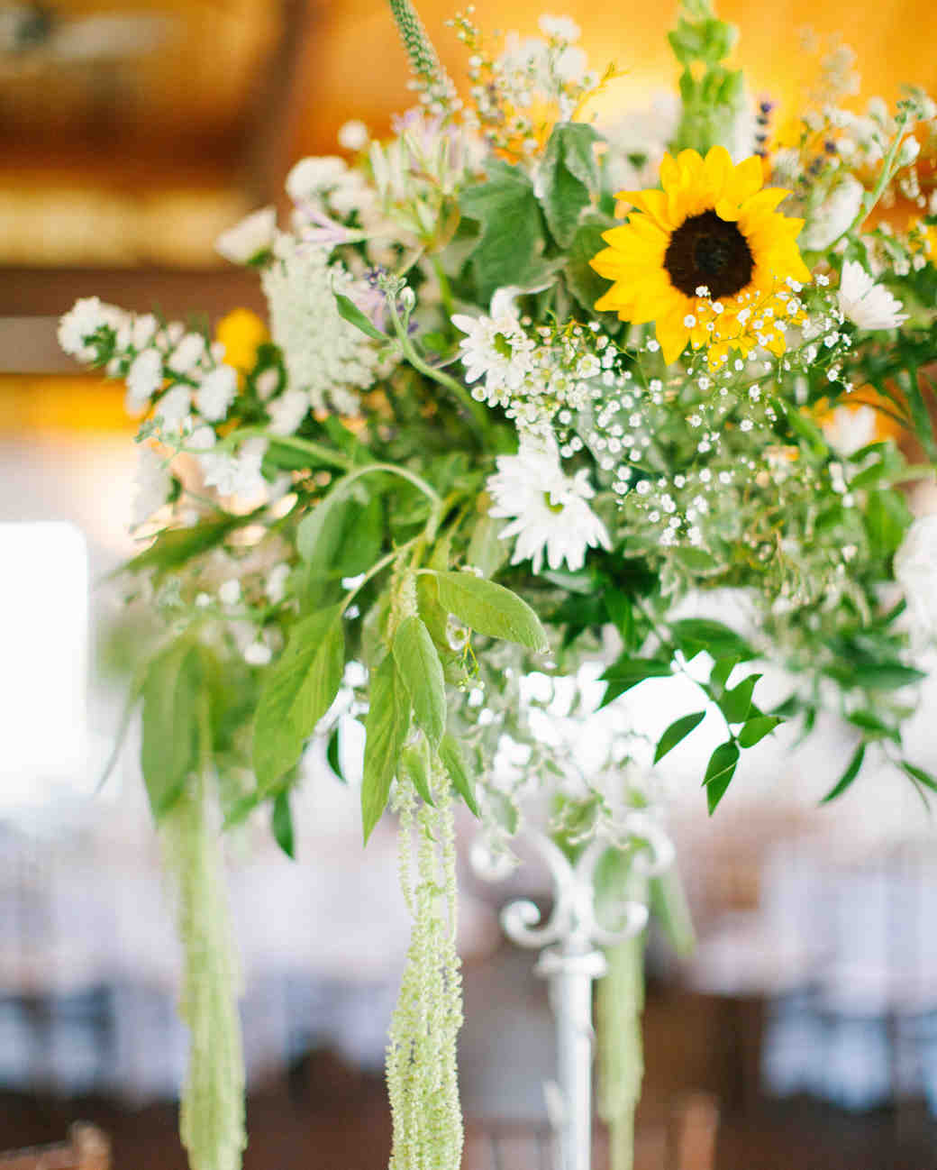 Elegant And Affordable Wedding Flower Ideas We Love: Affordable Wedding Centerpieces That Still Look Elevated