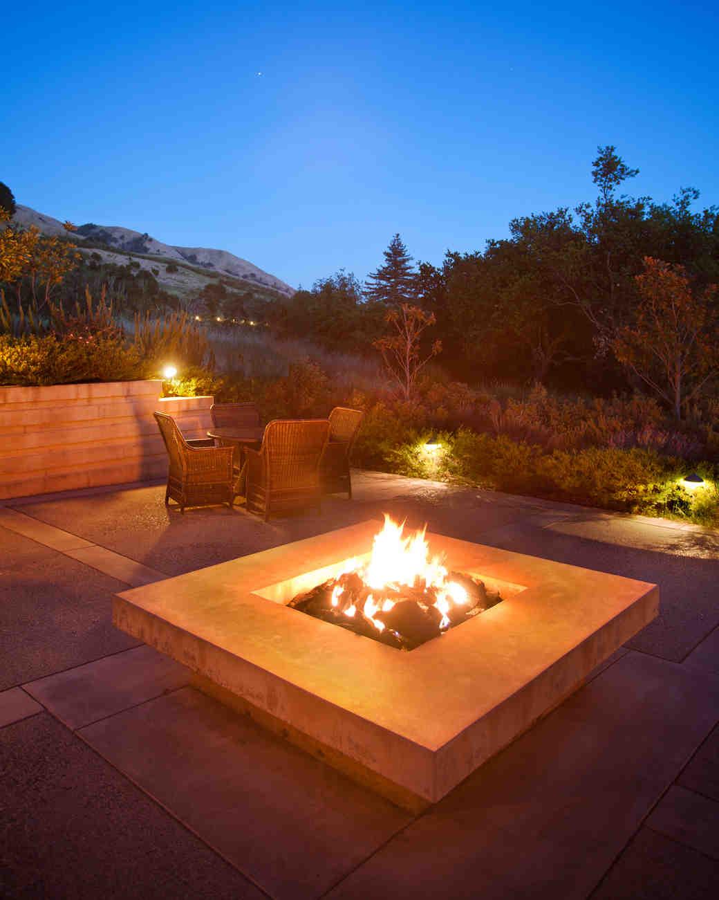 honeymoon-destinations-2015-california-ventana-inn-firepit-0115.jpg