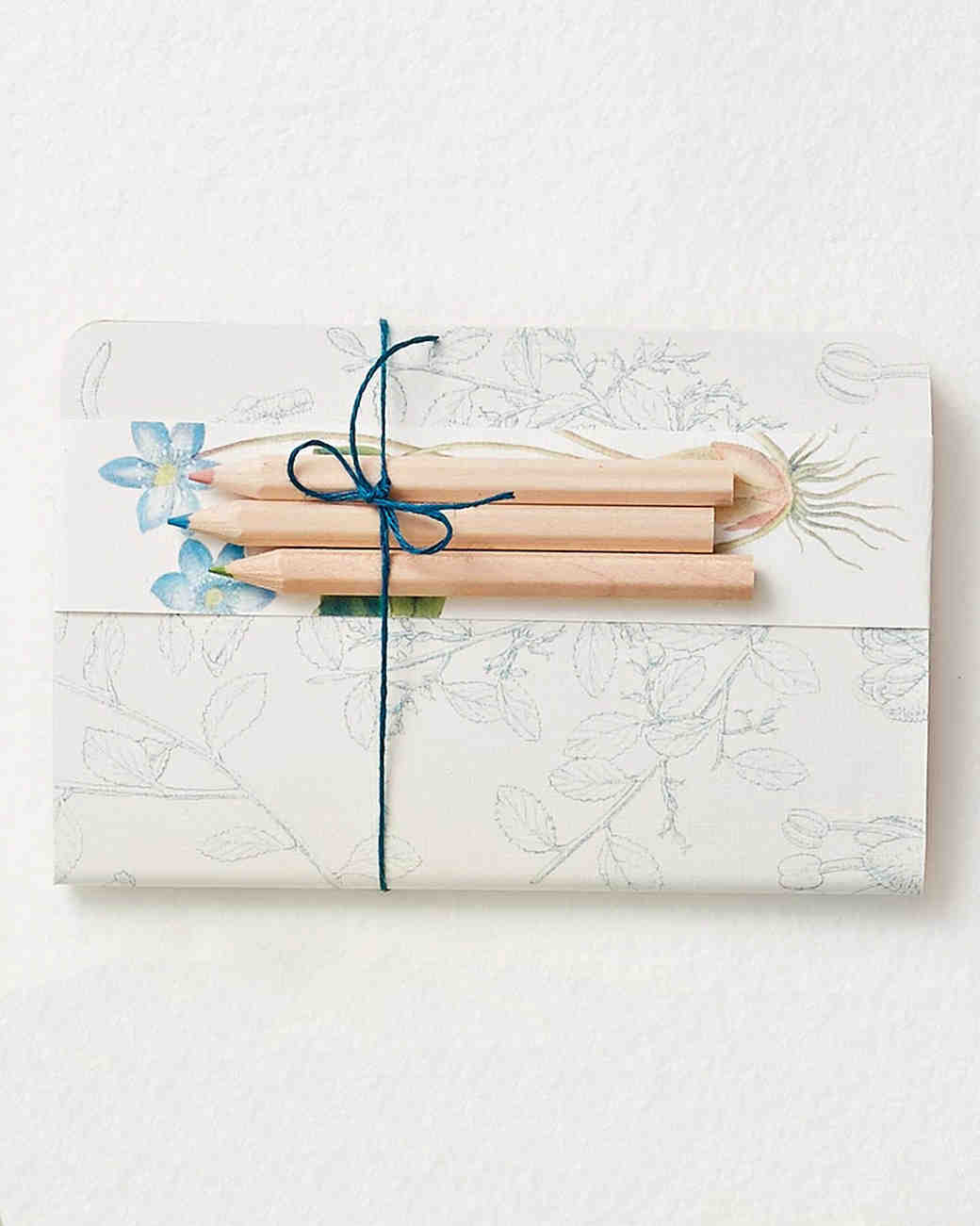 party-favors-patterned-paper-and-string-journal-pencils-187-d112911.jpg