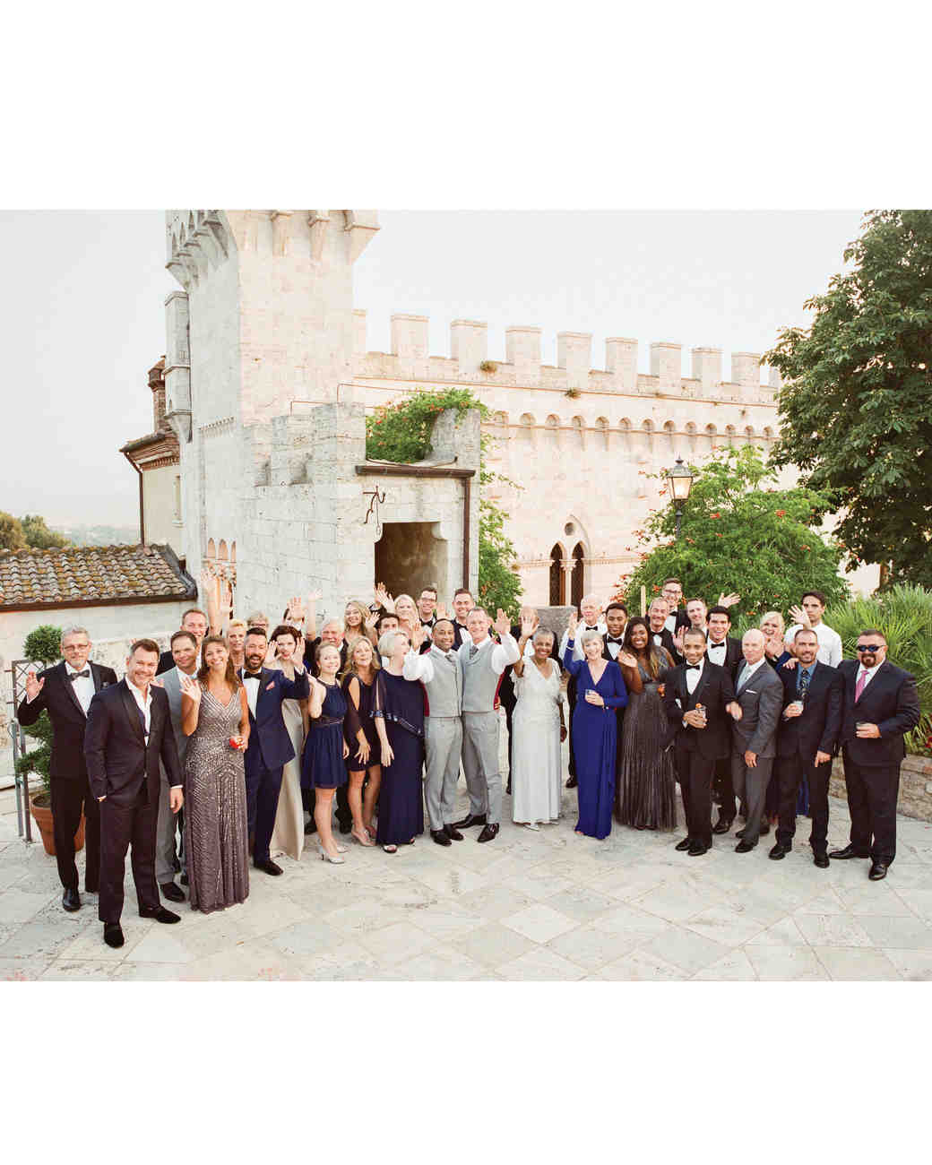 dennis-bryan-wedding-italy-guests-group-photo-venue-079-0767-s112633.jpg