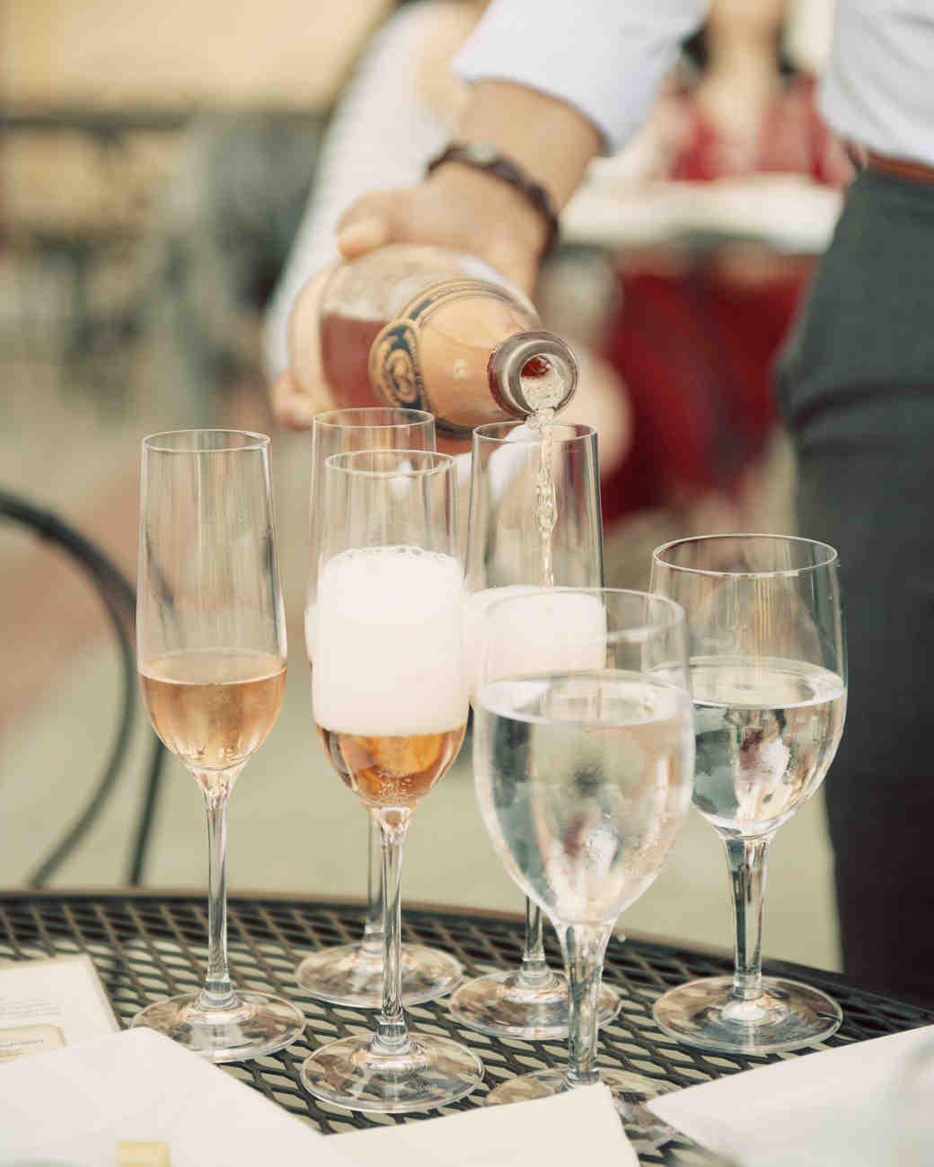eatsleepwear-napa-valley-bachelorette-party-sparkling-wine-pour-0415.jpg