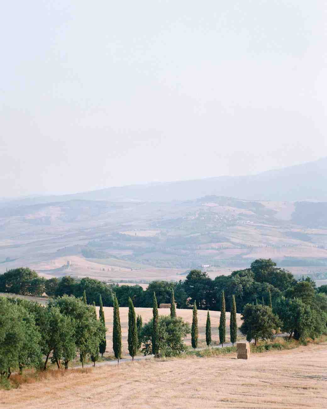 dennis-bryan-wedding-italy-location-hills-cypress-trees-019-0038-s112633.jpg