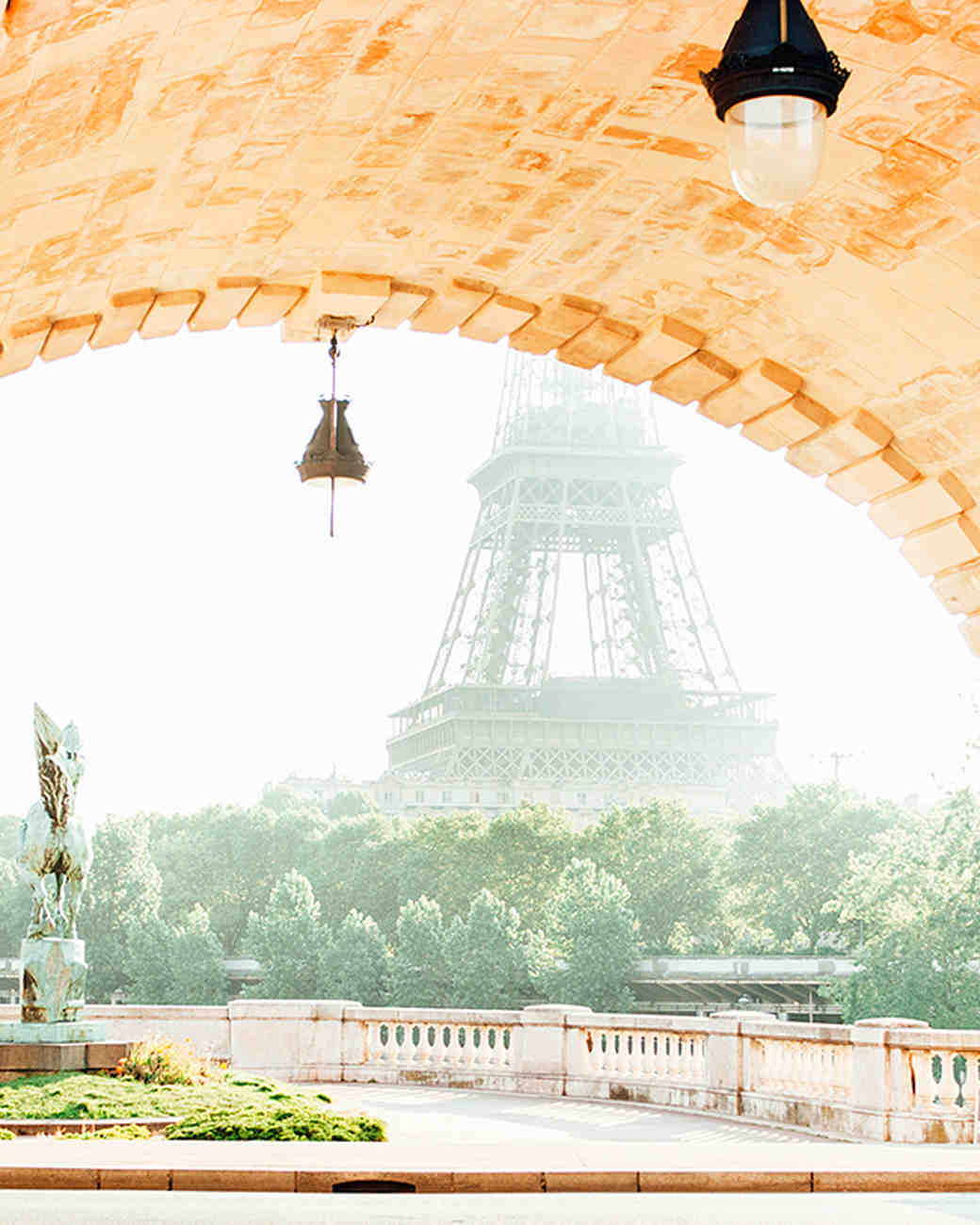 katie-mitchell-photography-where-to-propose-in-paris-pont-bir-hakeim-0815.jpg