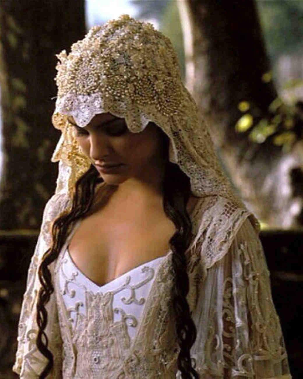 movie-wedding-dresses-star-wars-attack-of-the-clones-natalie-portman-0316.jpg