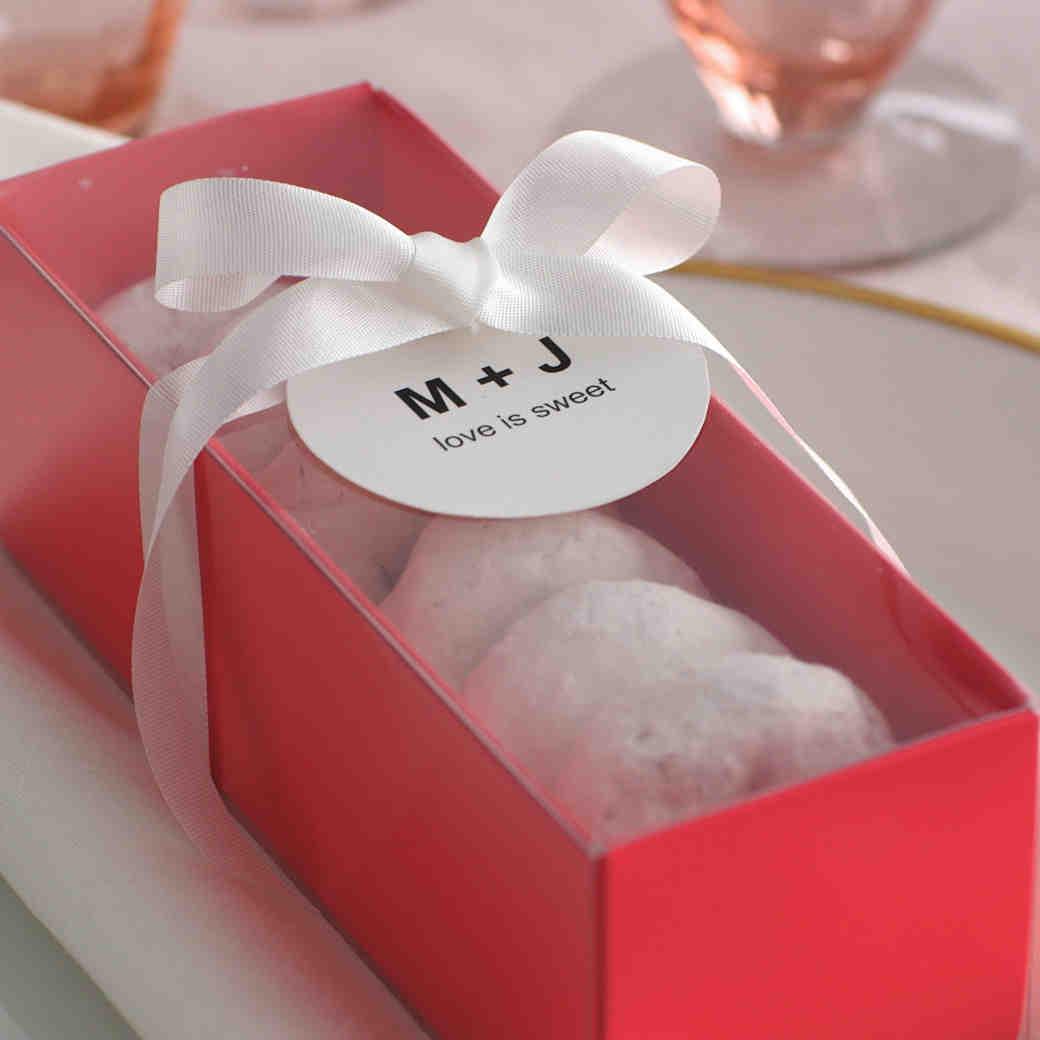 Easy DIY Favor Idea: Donut Boxes