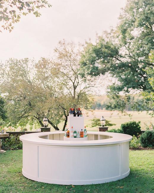 outdoor wedding reception cocktail bar