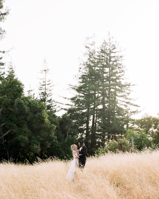 amanda chase wedding couple in tall grass