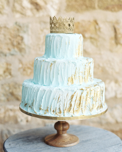 blue bridal-shower-cake with crown