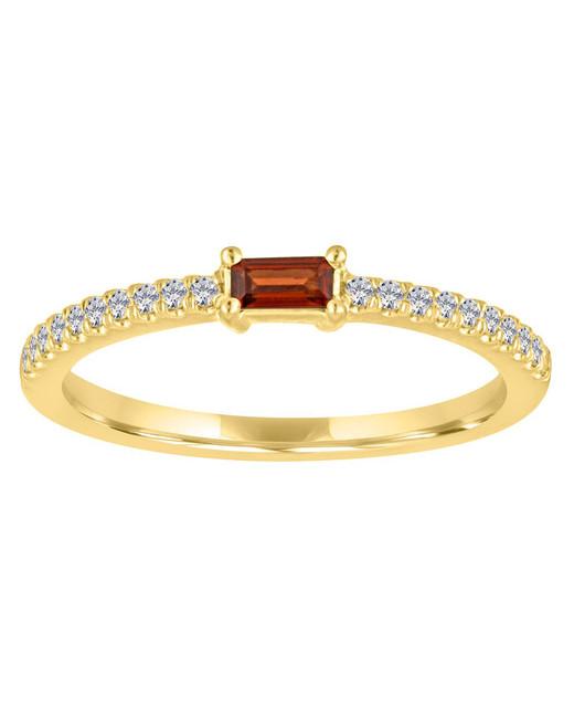 rectangular jewel on gold diamond engraved band