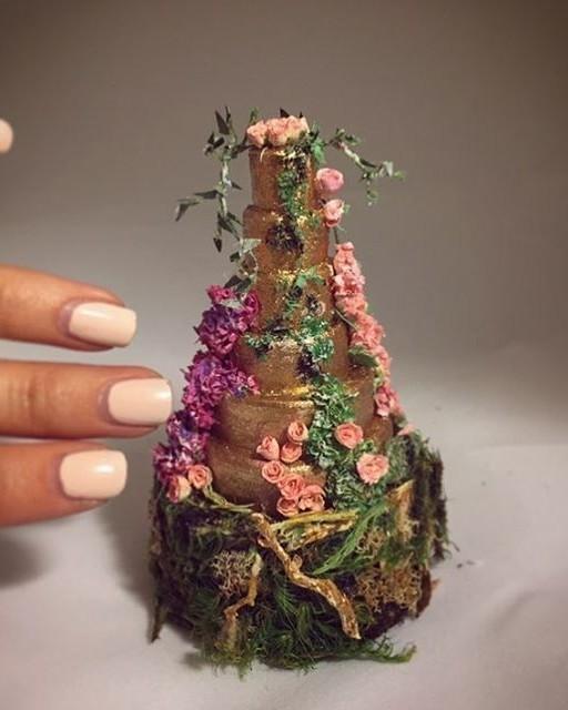 miniature jessica simpson wedding cake