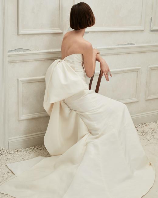 Oscar de la Renta off the shoulder bow in back wedding dress fall 2019