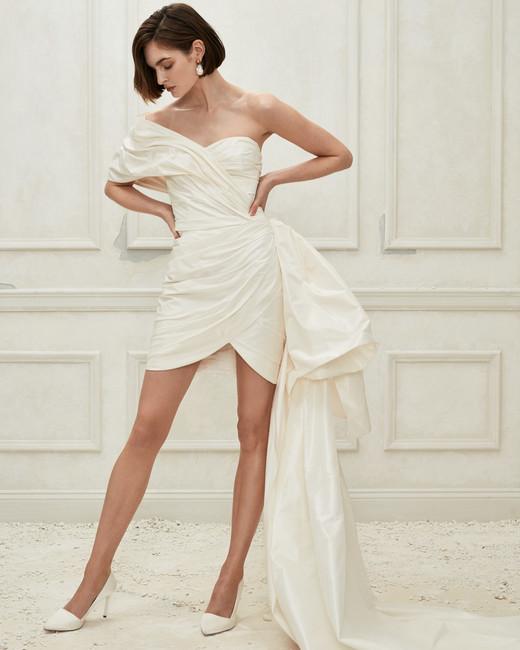Oscar de la Renta short one shoulder wedding dress fall 2019