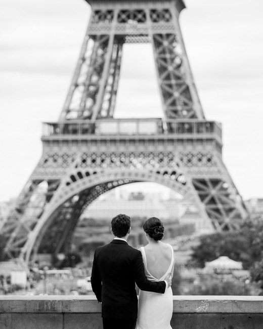 wedding couple eiffel tower