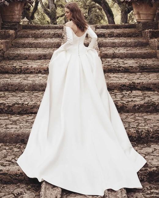 291d373c113c long sleeve off-the-shoulder ball gown Monique Lhuillier Spring 2020
