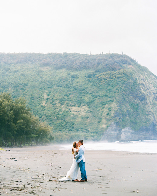 rebecca eryck wedding hawaii couple first look beach